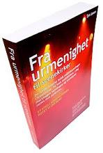Fra urmenighet til scenekirker – en bok av Sjur Jansen. Omslaget viser scenebelysning og scenerøyk. Omslaget er rødt, gult og sort.